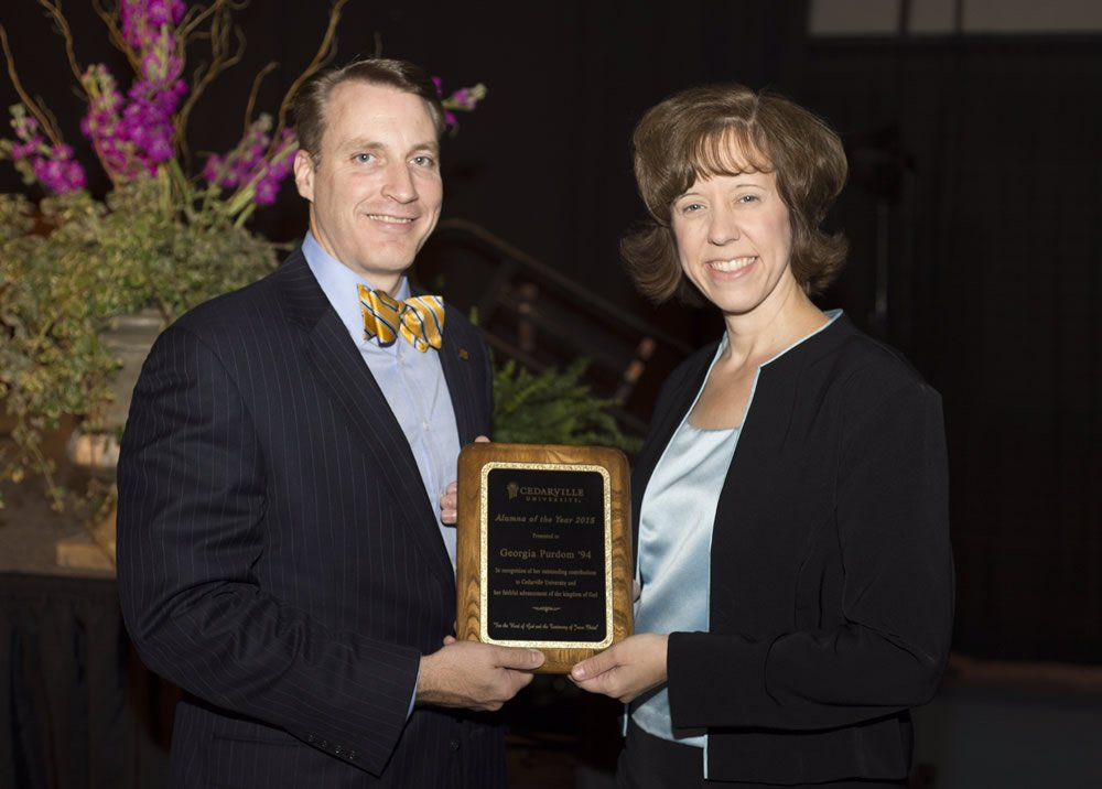 Thomas White Presents Award to Georgia Purdom