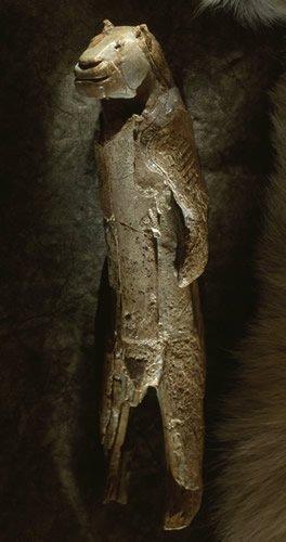 Escultura tallada de un león de Cromañon