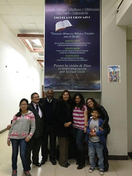 Con el Pastor Primitivo Sánchez Pastor Titular De la Iglesia Alianza Cristiana y Misionera de Cajamarca