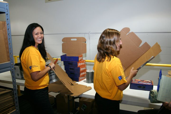 volunteers-at-aig-7-8-08-002.jpg