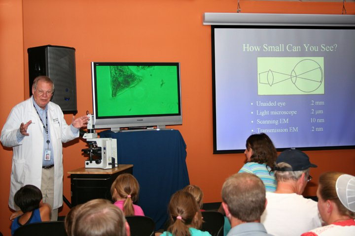 dave-menton-microscope-talk-8-18-08-010.jpg
