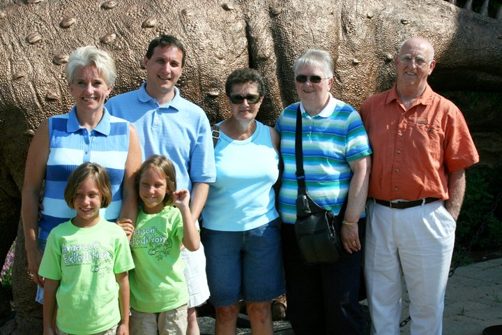 lawlor-family-visits-aig-8-4-08-003adj2.jpg