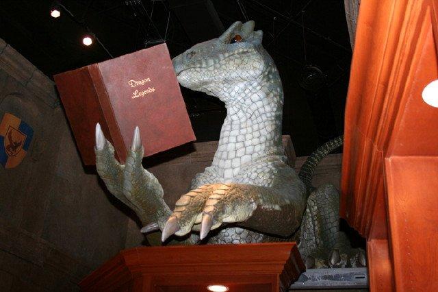 bookstore-dragon-9-10-08-012.jpg