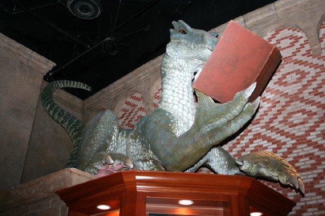 bookstore-dragon-9-10-08-017.jpg