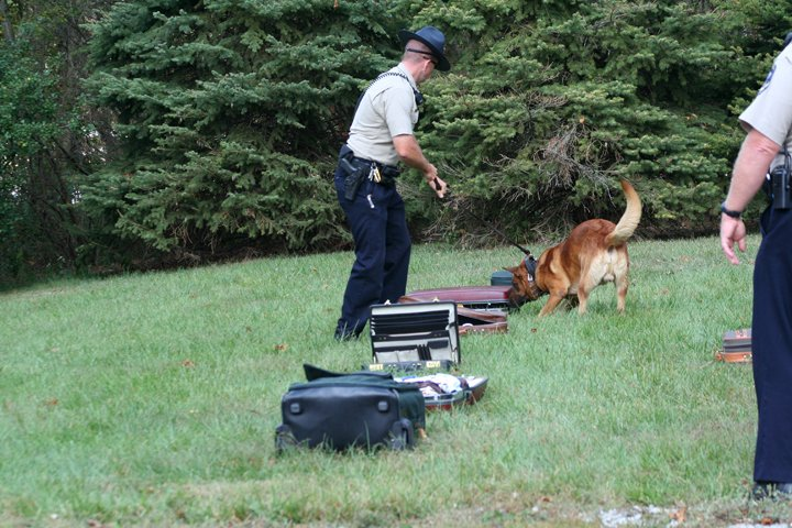 jack-suitcase-bomb-search-1-10-1-08-003.jpg