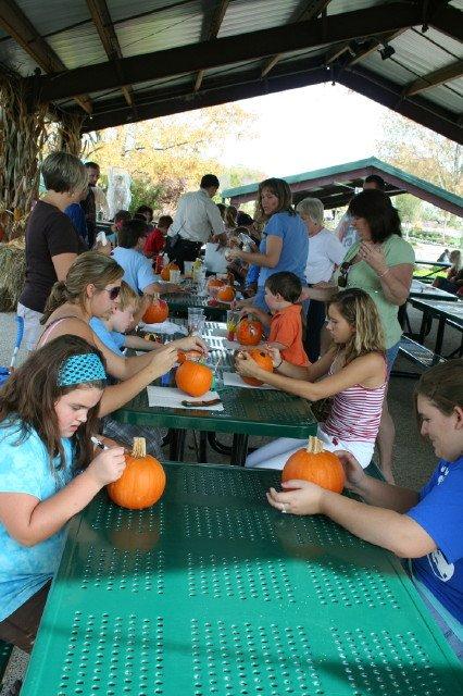 painting-pumpkins-10-13-08-347.jpg