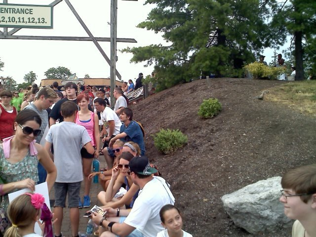 Line around amphitheater