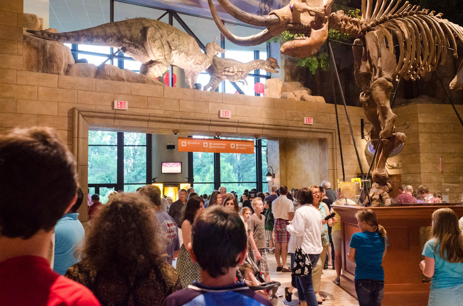 Crowds Continue To Flock To The Creation Museum Answers