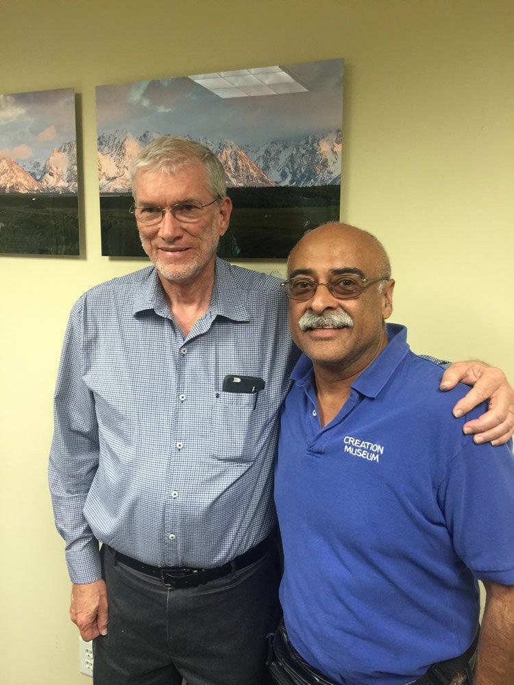 Ken Ham y Hector Aybar