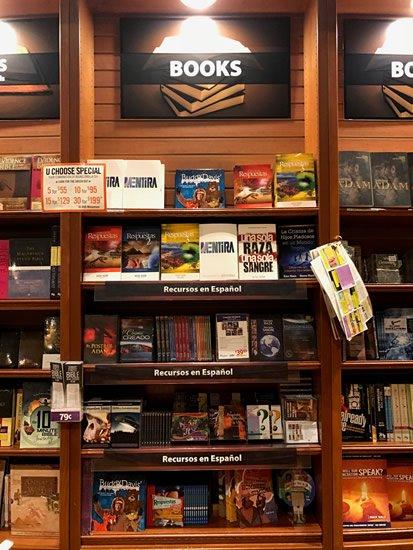 Recursos disponibles en la librería del Creation Museum.